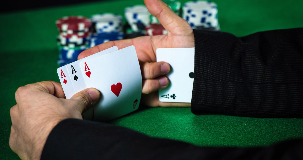 10 Main Ways How People Are Cheating At Poker